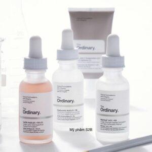 Nhãn hiệu The Ordinary cùng một số dòng sản phẩm chăm sóc da.